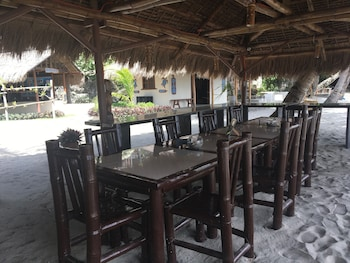 Cove Sands Beach Resort Dumaguete Family Dining
