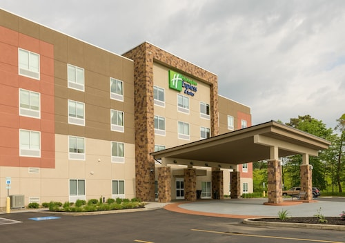. Holiday Inn Express & Suites Jamestown