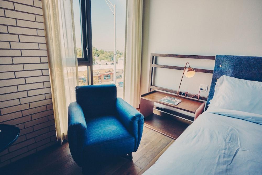 Room (Heights)