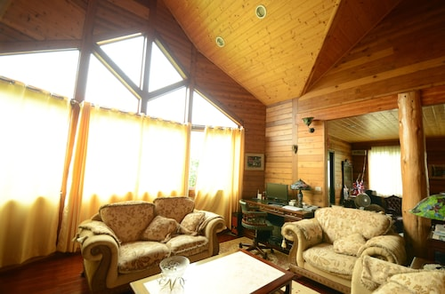 Hsinchu Emei Canadian WoodHouse Homestay, Hsinchu County
