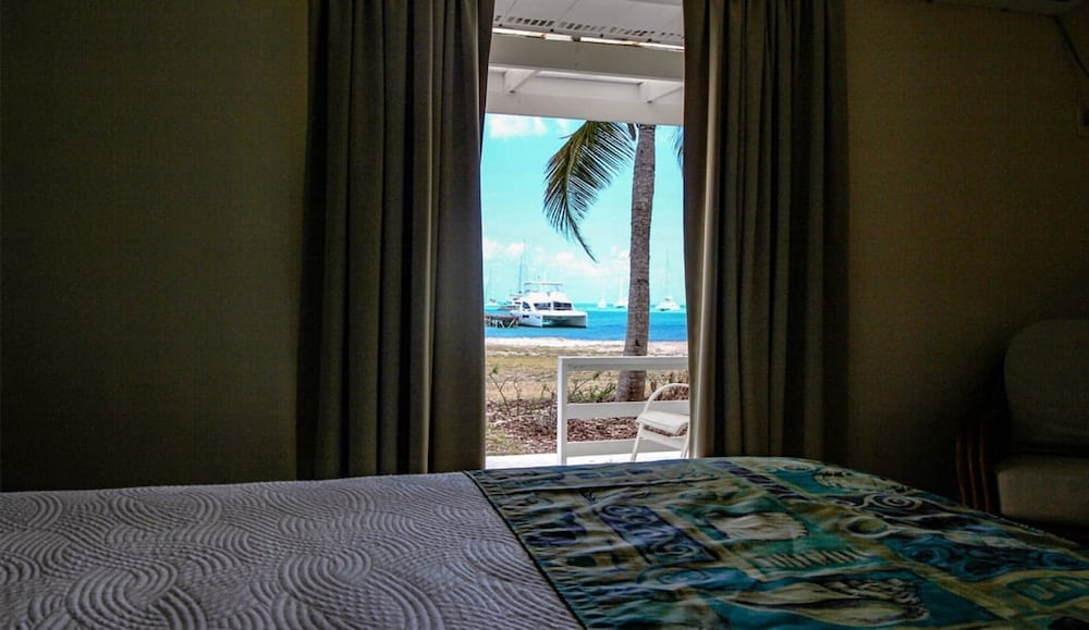https://i.travelapi.com/hotels/10000000/9990000/9983500/9983445/2252f3f6_z.jpg