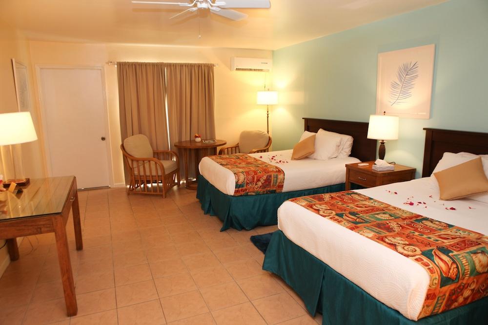 https://i.travelapi.com/hotels/10000000/9990000/9983500/9983445/ede549a4_z.jpg