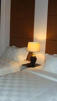 イーストホテル