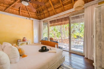 Room, Partial Ocean View (1 King Bed)