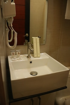 Klm Condotel Angeles Bathroom Sink