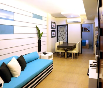 Klm Condotel Angeles Living Area