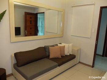 Klm Condotel Angeles Living Room