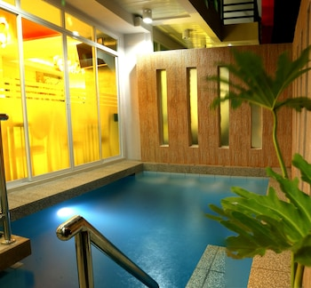 Klm Condotel Angeles Indoor/Outdoor Pool