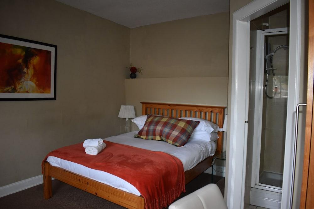 https://i.travelapi.com/hotels/11000000/10020000/10011600/10011556/34d99b2f_z.jpg