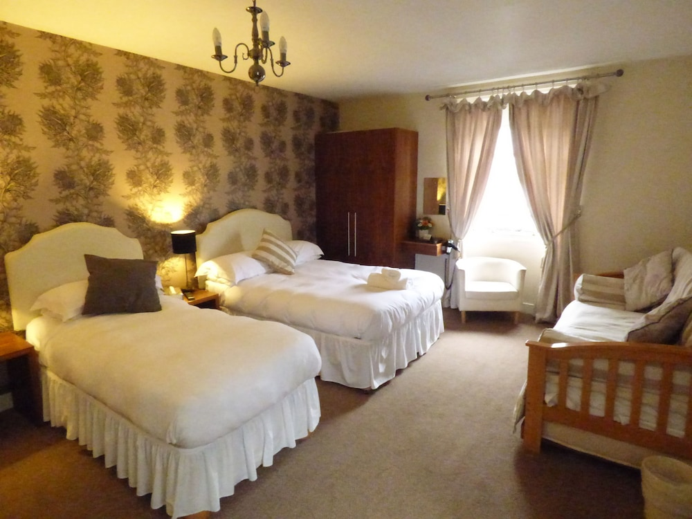 https://i.travelapi.com/hotels/11000000/10020000/10011600/10011556/c128b83e_z.jpg