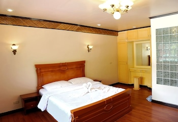 Blue Garden Resort Cebu Guestroom