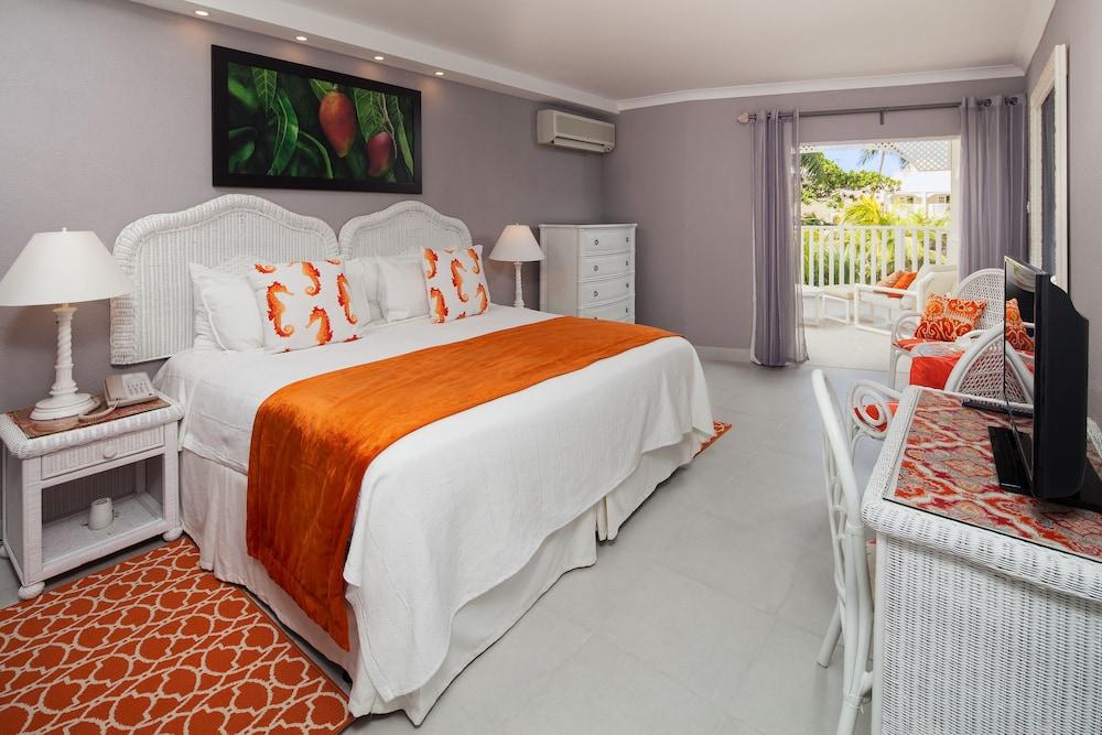 https://i.travelapi.com/hotels/11000000/10030000/10023300/10023253/be4ab9c7_z.jpg