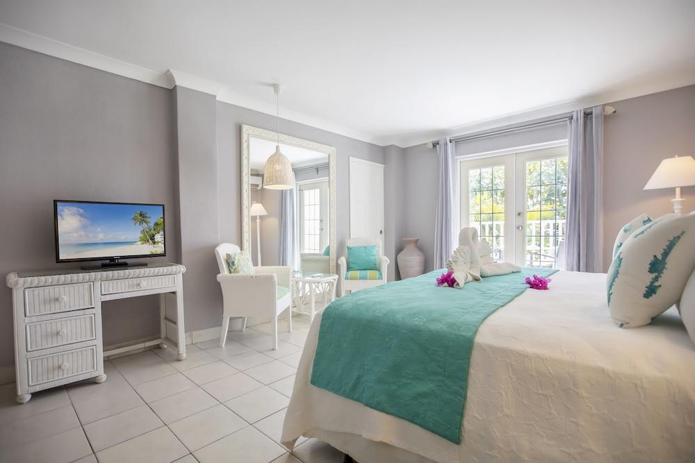 https://i.travelapi.com/hotels/11000000/10030000/10023300/10023253/ca37c248_z.jpg