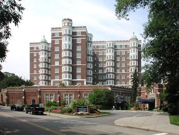 Global Luxury Suites at the Riverway