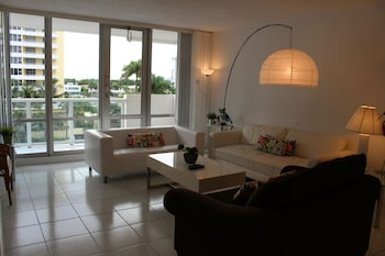 Deluxe Condo, 2 Bedrooms, Balcony, Bay View