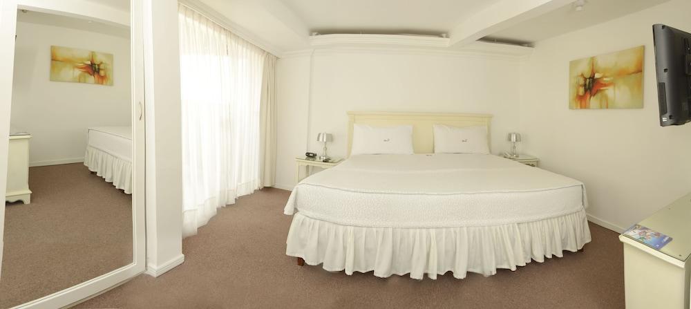 https://i.travelapi.com/hotels/11000000/10040000/10032000/10031984/c2ed170f_z.jpg