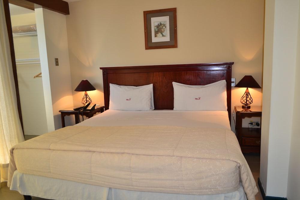 https://i.travelapi.com/hotels/11000000/10040000/10032000/10031984/fa62edf6_z.jpg