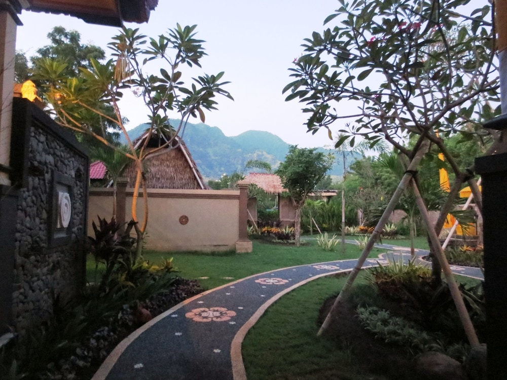 https://i.travelapi.com/hotels/11000000/10040000/10034900/10034855/49b00f2b_z.jpg