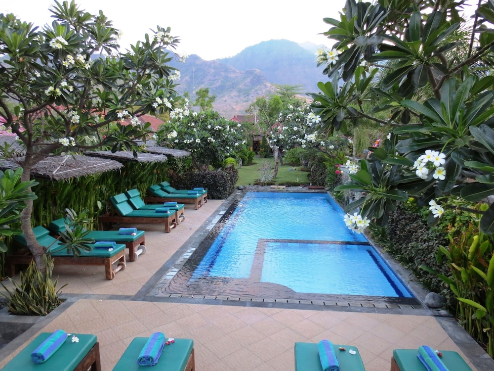 https://i.travelapi.com/hotels/11000000/10040000/10034900/10034855/dfe5639c_z.jpg