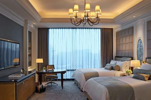 The Ritz-Carlton, Macau, Nossa Senhora do Carmo