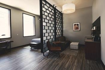 Premium Studio Suite, 1 King Bed, Kitchenette