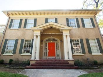 HI Houston: The Morty Rich Hostel