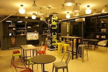Junction Hostels Makati Featured Image