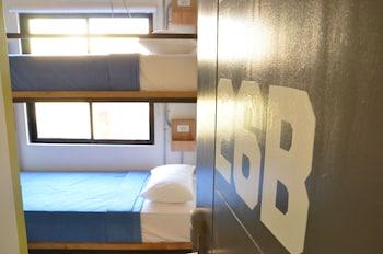 Junction Hostels Makati Guestroom