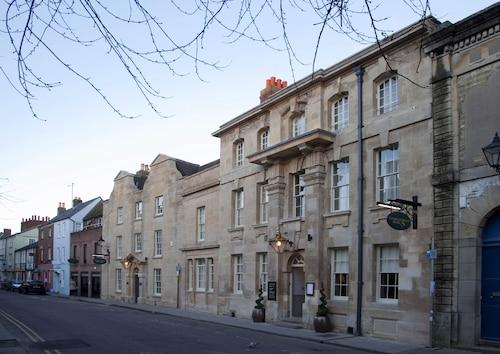 . Vanbrugh House Hotel