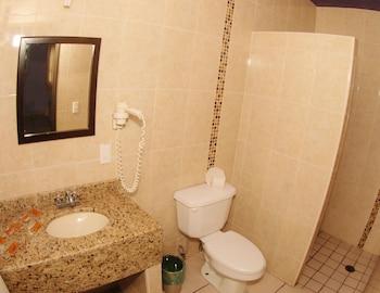 Hotel Plaza Bandera - Bathroom Shower  - #0
