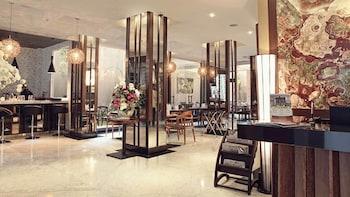 Hotel - Sotis Hotel Jakarta