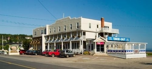 Parkland Village Inn, Albert