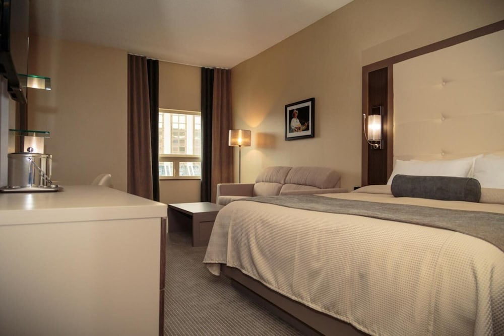 https://i.travelapi.com/hotels/11000000/10100000/10090100/10090079/1496d84a_z.jpg