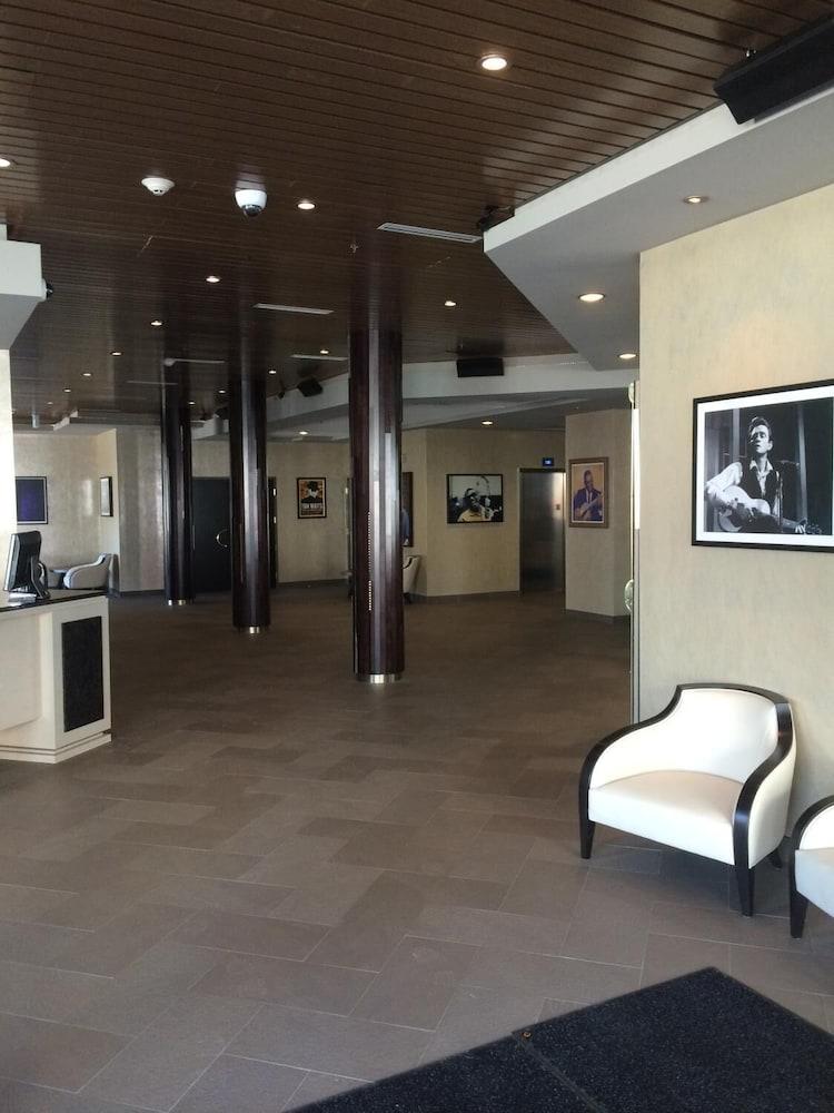 https://i.travelapi.com/hotels/11000000/10100000/10090100/10090079/54897778_z.jpg