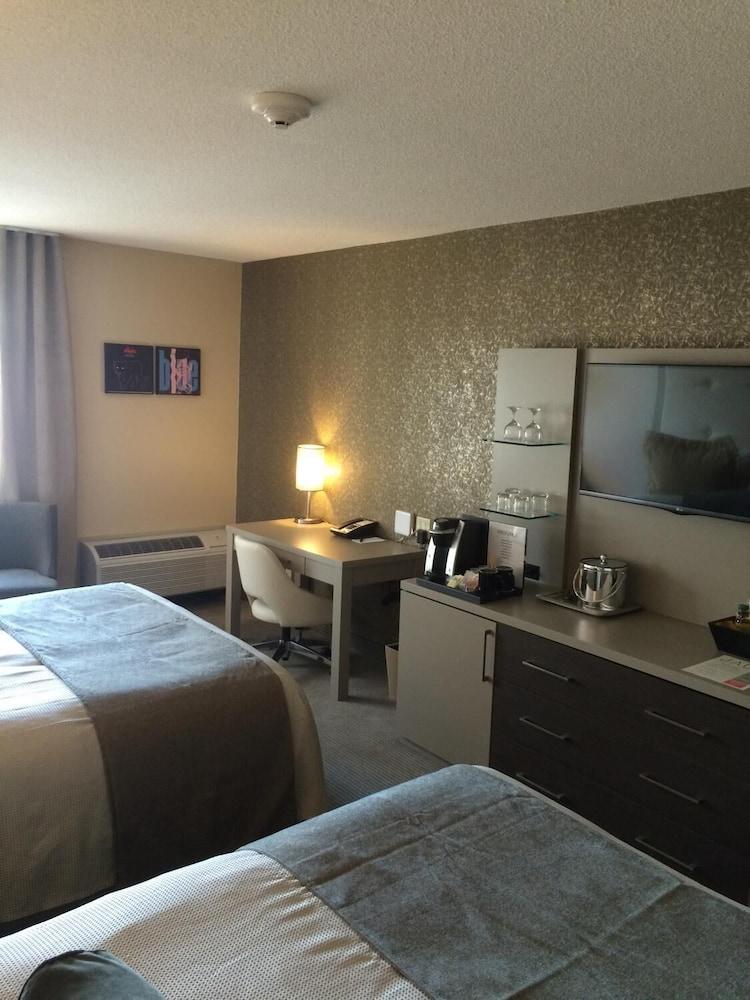 https://i.travelapi.com/hotels/11000000/10100000/10090100/10090079/c91c4c6c_z.jpg