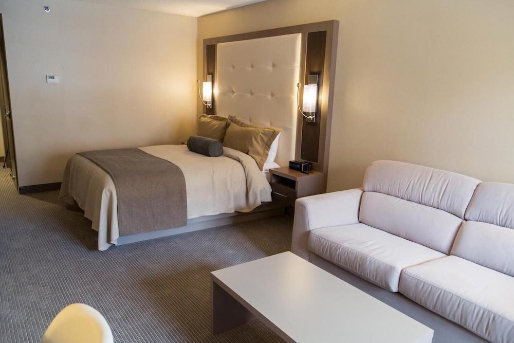 https://i.travelapi.com/hotels/11000000/10100000/10090100/10090079/eaed7d7d_z.jpg