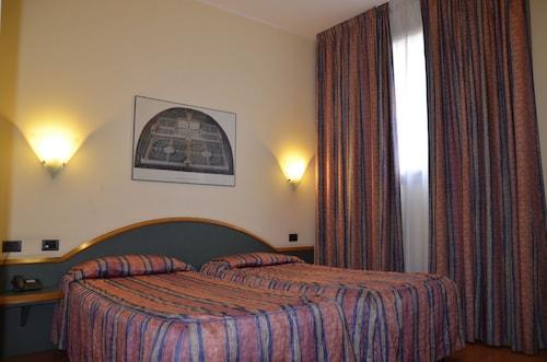 Hotel Alexander, Modena