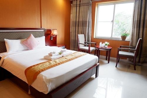 One World Hotel, Quận 7