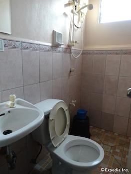Gv Hotel Davao Bathroom