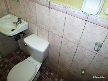 GV Hotel Cagayan de Oro Bathroom