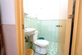 GV Hotel Ozamiz Bathroom