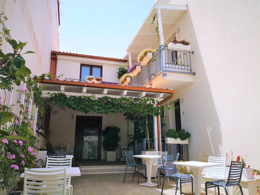 Hotel Perla Gaia, Featured Image