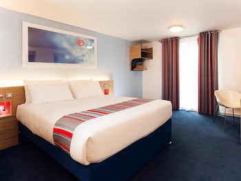 Travelodge Gatwick Airport Central - Guestroom  - #0