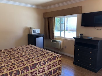 Comfort Room, 1 King Bed, Accessible, Refrigerator & Microwave