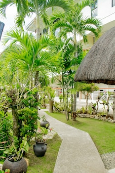 Alona Northland Resort Bohol Courtyard