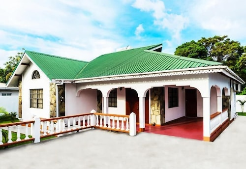 Eco Bay Guesthouse,