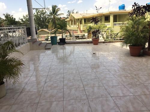 Paradis Hotel, Port-au-Prince