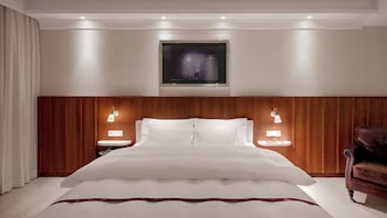 Deluxe Double Room, 1 King Bed (Loft Room)