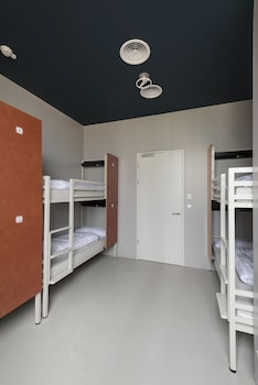 Clink Noord Hostel