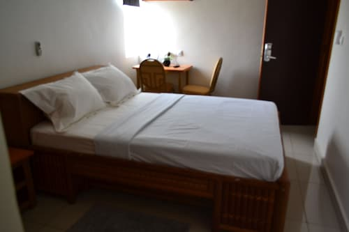 Congress Hotel, Mfoundi